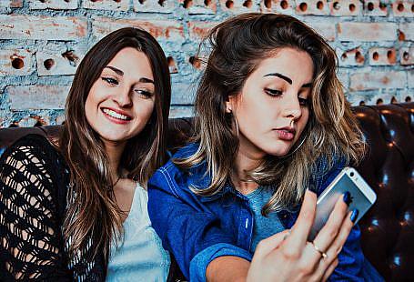 dating pic, selfie, women dating