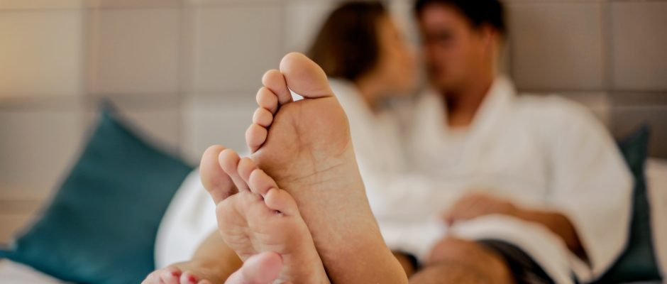 photo of a couple's feet in a hookup date